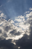 Nuvem e sunbeams Foto de Stock Royalty Free