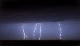 Nuvem maciça para moer a batida dos parafusos de relâmpago Foto de Stock Royalty Free