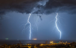 Nuvem maciça para moer a batida dos parafusos de relâmpago Imagens de Stock Royalty Free