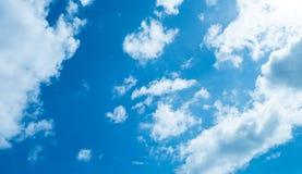 Nuvem no céu azul Fotografia de Stock