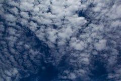 Nuvem no céu azul Imagens de Stock Royalty Free