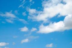 Nuvem no céu azul Fotos de Stock