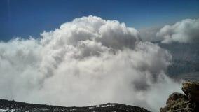 Nuvem no pico, pico do demavand imagem de stock royalty free