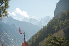 Nuvem no vale das montanhas Imagens de Stock Royalty Free
