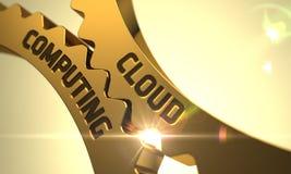 Nuvem que computa nas rodas denteadas douradas 3d Imagens de Stock Royalty Free