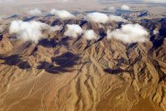 Nuvem sobre a escala de montanha fotografia de stock royalty free