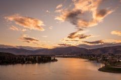Nuvem sobre o rio Imagens de Stock Royalty Free