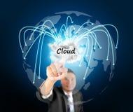 Nuvem tocante do homem de negócio que computa Fotos de Stock