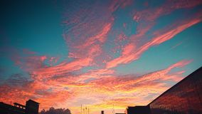 Nuvens ÉPICOS do nascer do sol imagem de stock