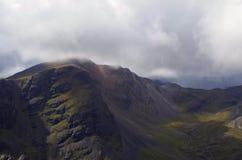 Nuvens acima de uma montanha escocesa Foto de Stock Royalty Free