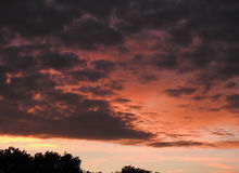 Nuvens alaranjadas do céu Imagem de Stock Royalty Free