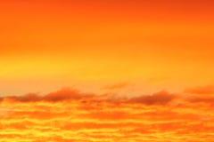 Nuvens alaranjadas do por do sol Imagens de Stock