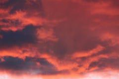 Nuvens azuis cor-de-rosa Imagens de Stock