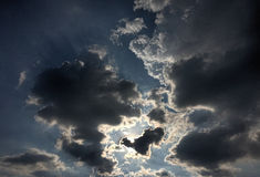 Nuvens backlit Fotos de Stock Royalty Free