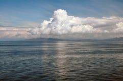 Nuvens Billowing da plataforma do navio de cruzeiros fotografia de stock
