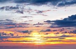 Nuvens bonitas do por do sol Imagens de Stock