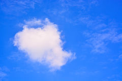 Nuvens bonitas e céu azul Fotos de Stock