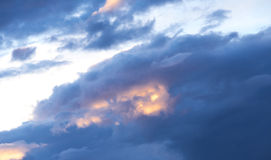 Nuvens bonitas no por do sol Fotografia de Stock Royalty Free