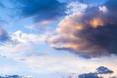 Nuvens bonitas no por do sol Imagens de Stock