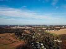 Nuvens bonitas sobre o Condado de York do sul rural na liberdade nova, fotografia de stock royalty free