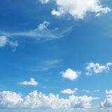Nuvens brancas bonitas Imagem de Stock