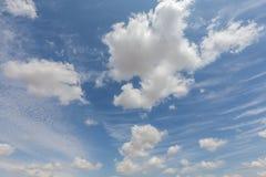 Nuvens brancas bonitas e céu azul 96 Fotografia de Stock