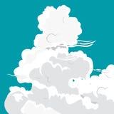 Nuvens brancas de formas diferentes em um fundo azul Fotografia de Stock Royalty Free
