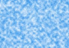 Nuvens brancas dispersadas Fotografia de Stock