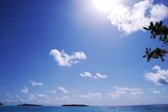 Nuvens brancas e céu azul Foto de Stock