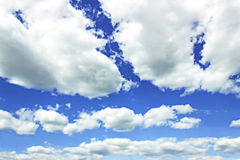 Nuvens brancas no céu azul Imagem de Stock Royalty Free