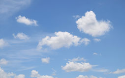 Nuvens brancas no céu azul Foto de Stock Royalty Free