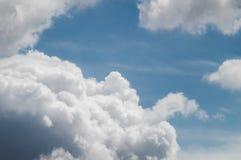 Nuvens brancas no céu azul no verão Foto de Stock Royalty Free