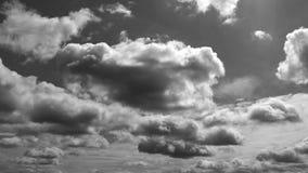 Nuvens brancas pretas de surpresa de Timelapse video estoque