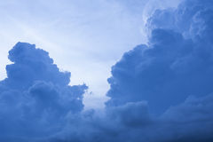 Nuvens, céu dramático. Imagens de Stock Royalty Free