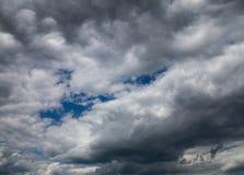 Nuvens cinzentas no céu Fotografia de Stock Royalty Free