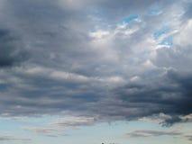 Nuvens claras e escuras Imagem de Stock Royalty Free