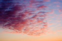 Nuvens coloridas do nascer do sol fotografia de stock royalty free
