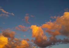 Nuvens coloridas impressionantes Imagens de Stock