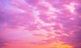 Nuvens coloridas no por do sol imagem de stock royalty free