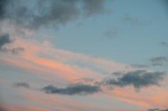 Nuvens coloridas no por do sol Imagens de Stock Royalty Free