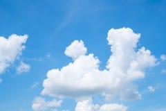 Nuvens com céu azul Fotografia de Stock