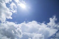 Nuvens com fundo do céu azul Foto de Stock Royalty Free