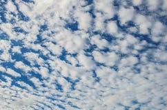 Nuvens com fundo dos testes padrões Fotos de Stock