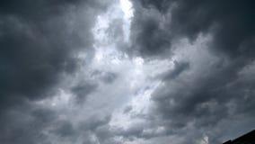 Nuvens com obscuridade foto de stock