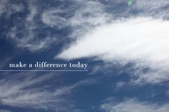 Nuvens com um provérbio positivo imagens de stock
