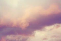 Nuvens cor-de-rosa e roxas Foto de Stock