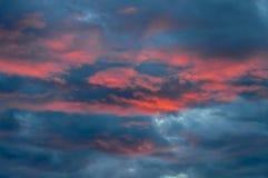 Nuvens cor-de-rosa no por do sol Fotos de Stock Royalty Free