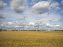 nuvens 3D que entram silenciosamente o céu do outono imagens de stock