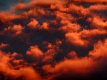 Nuvens da laranja do por do sol Foto de Stock