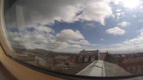 Nuvens da opinião home das janelas vídeos de arquivo
